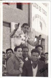 LUIS ALVIZ AHOMBROS EN 1963 SSREYES
