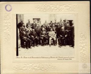 Miguel de Unamuno en el Instituto General y Técnico de Cáceres, en 1908.