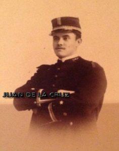Federico Rodríguez Serradell, con el uniforme de capitán en Cáceres.