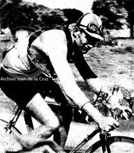 Escapada del belga Deloor en Cañavael, durante la etapa Salamanca-Cáceres de la Primera Vuelta Ciclista a España.