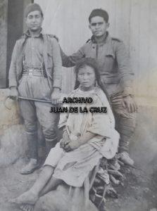 Una curiosa fotografía de Basilio con una nativa durante su estancia en el campamento de Dar el Quebdani.