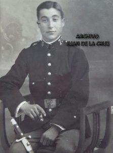 """Basilio Pacheco con el uniforme del Regimiento """"Segovia 75"""", de Cáceres, en 1920."""