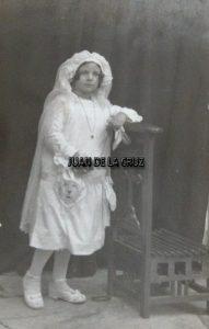 Primera Comunión de una niña. Principios siglo XX. Hermanos Carpintero.