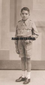 Niño de Primera Comunión con simbología falangista, en 1938. Fotografía de Javier.
