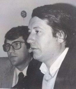 José María Echevarría, montador, y Juan de la Cruz, procediendo al montaje de una información. Finales de los 70.