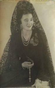Antoñita, de mantilla, en el año 1941. Foto de Javier.