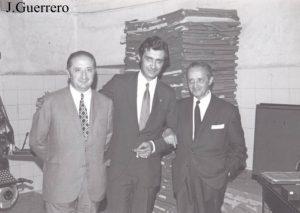 """Parra con Dionisio Acedo Iglesias y Germán Sellers de Paz en la redacción de """"Extremadura""""."""