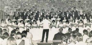 Actuación del Orfeón Cacereño, en 1966, en la Plaza de San Jorge. Archivo de Petri Serrano Luengo.