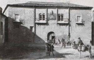 DE CABALLERÍAS EN EL CASCO HISTÓRICO DE CACERES
