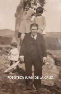 Pascual Saborid Ramos con sus sobrinos nietos Dolores Rodríguez Díez y Maruchi y Pepe Sánchez-Arévalo Díez.