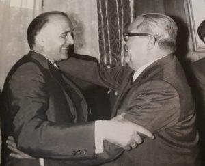 Casto Gómez Clemente con Licinio de la Fuente, Gobernador Civil de Cáceres, en 1960.
