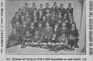 ALUMNOS DEL SAGRADO CORAZON DE JESUS (1909)