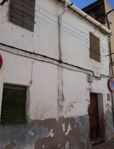 Estado actual de la casa en la que nació y vivió siempre la lavandera cacereña La Farruca.