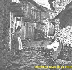 """""""Una alegre calle de Río Malo"""". Pie de foto de la fotografía publicada en el reportaje citado."""