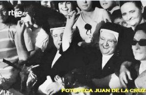 Hijas de la Caridad de San Vicente de Paúl divertiéndose en el Día de la Provincia. 1965.