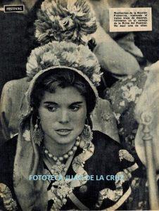 Pepi Suárez, directora de los Coros y Danzas de la Sección Femenina de Cáceres. 1959.