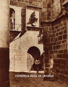 Vendedor ambulante ante la Casa del Sol. 1931. Fotografía Marqués Santa María del Villar