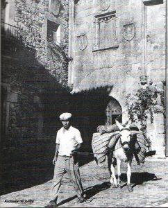 Vendedor ambulante. Fotografía de Javier, 1950