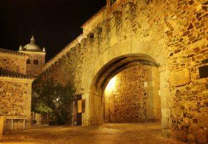 El Arco de la Estrella, principal puerta de acceso a la monumentalidad cacereña.