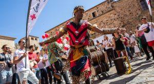 El Festival étnico-musical Womad es una algarabía de danzas y canciones de todo el mundo.